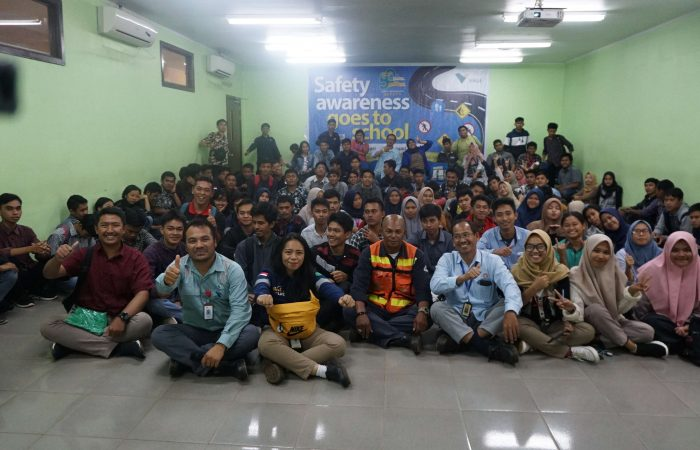 Safety Goes to School: EHS PTVI Berikan Mahasiswa Safety Riding Awareness